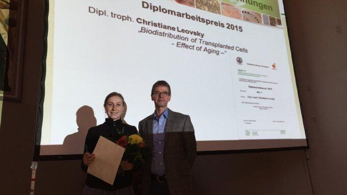 Auszeichnung im Rahmen der Mitgliederversammlung am 05.11.2015 (v.l.n.r.): Christiane Leovsky und Prof. Dr. Michael Glei