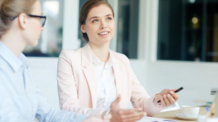 Mentor und Mentee im Gespräch