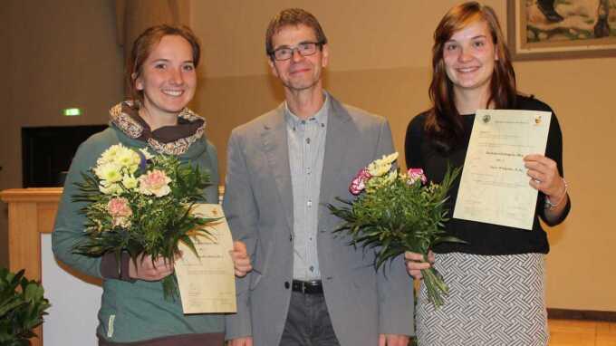 Preisträgerinnen mit Vorsitzenden
