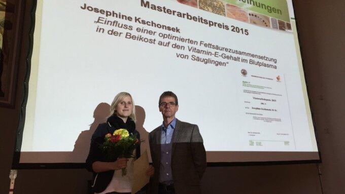 Preisträgerin mit Vorsitzenden